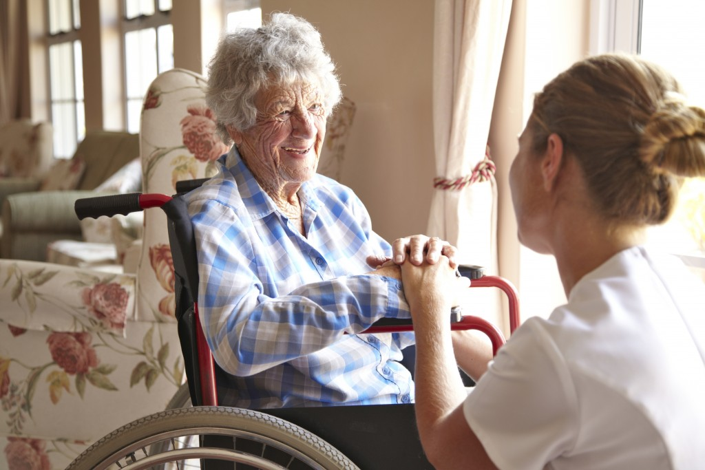 уход за пожилыми людьми с деменцией